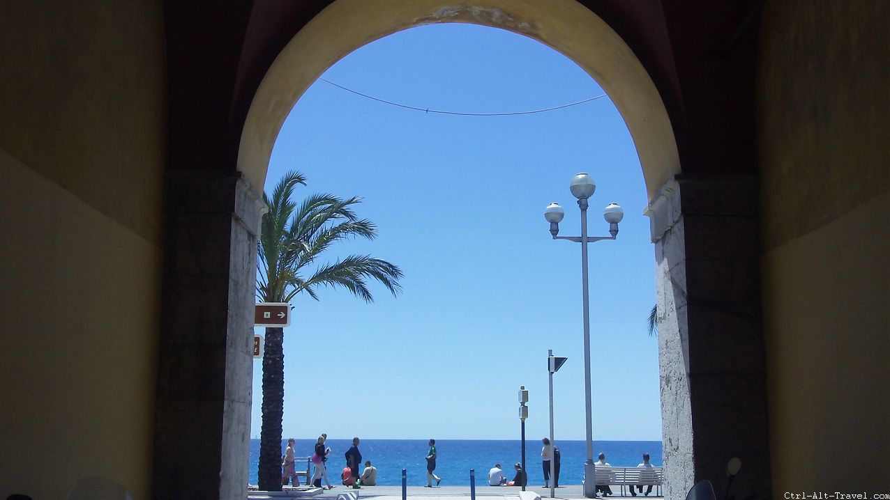 Arch to Beach in Nice